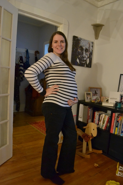 how to style maternity pants